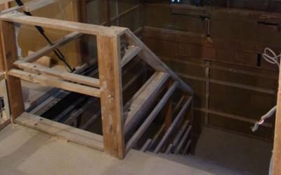 井草の家、リノベーション中です 1 ~階段室の手摺壁~