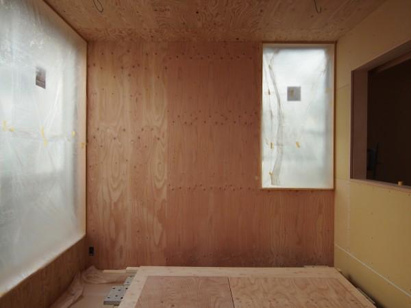 西壁の構造用合板無塗装