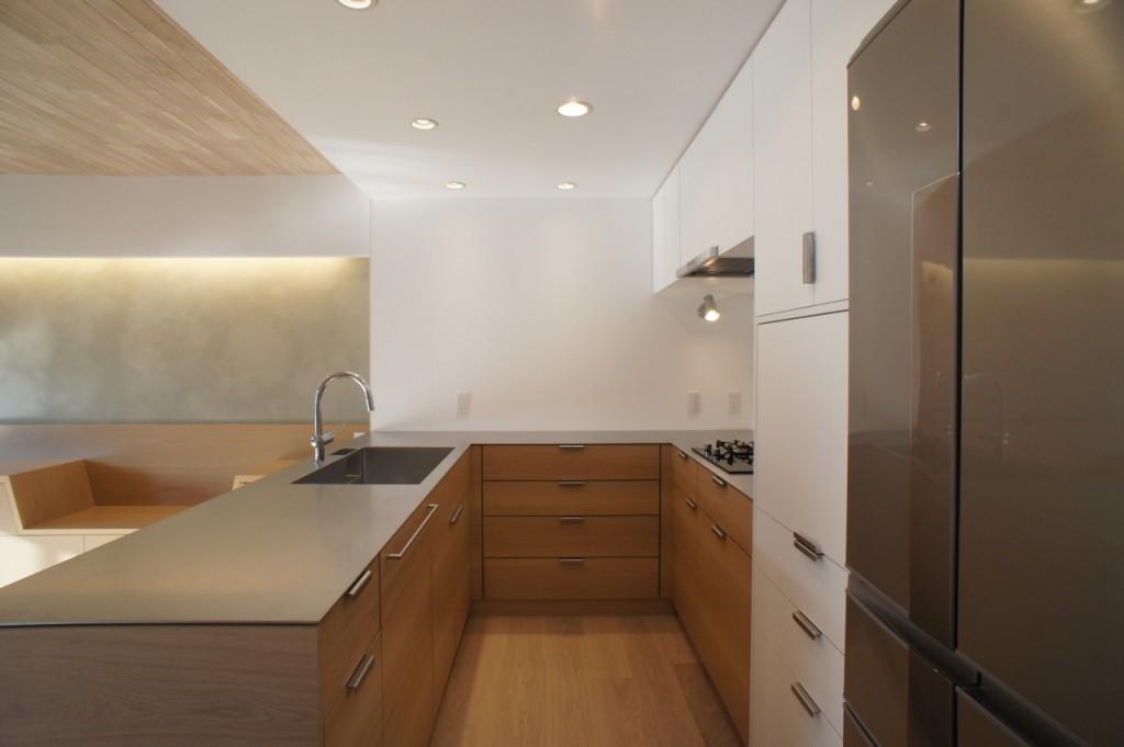 ステンレス無垢板仕様のキッチン