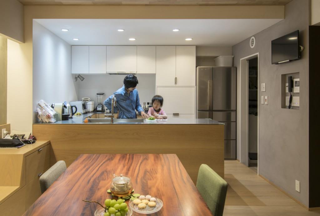 ゆったりとしたキッチンはお子様との共同作業もしやすい