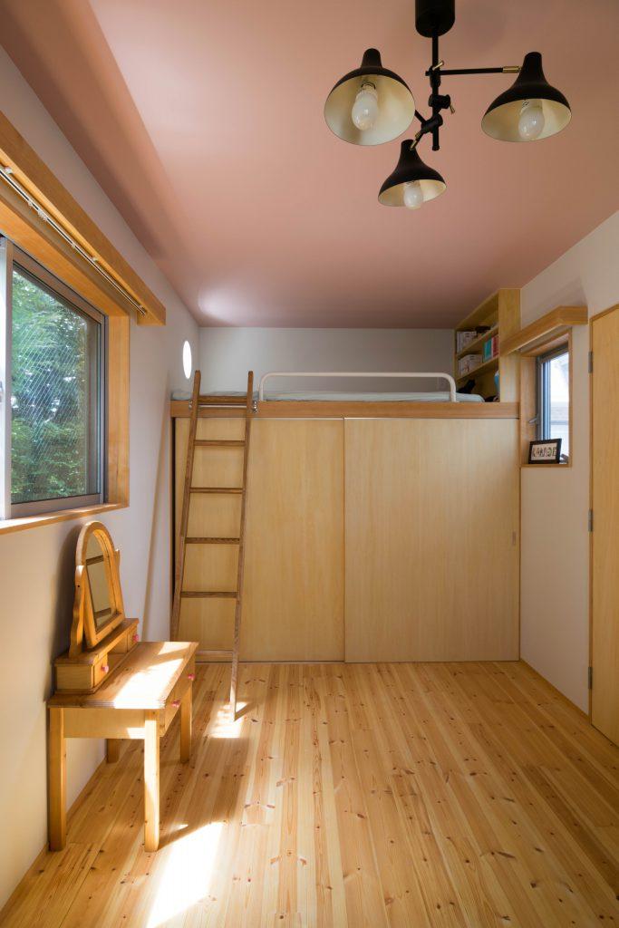 子ども室の収納とベッド