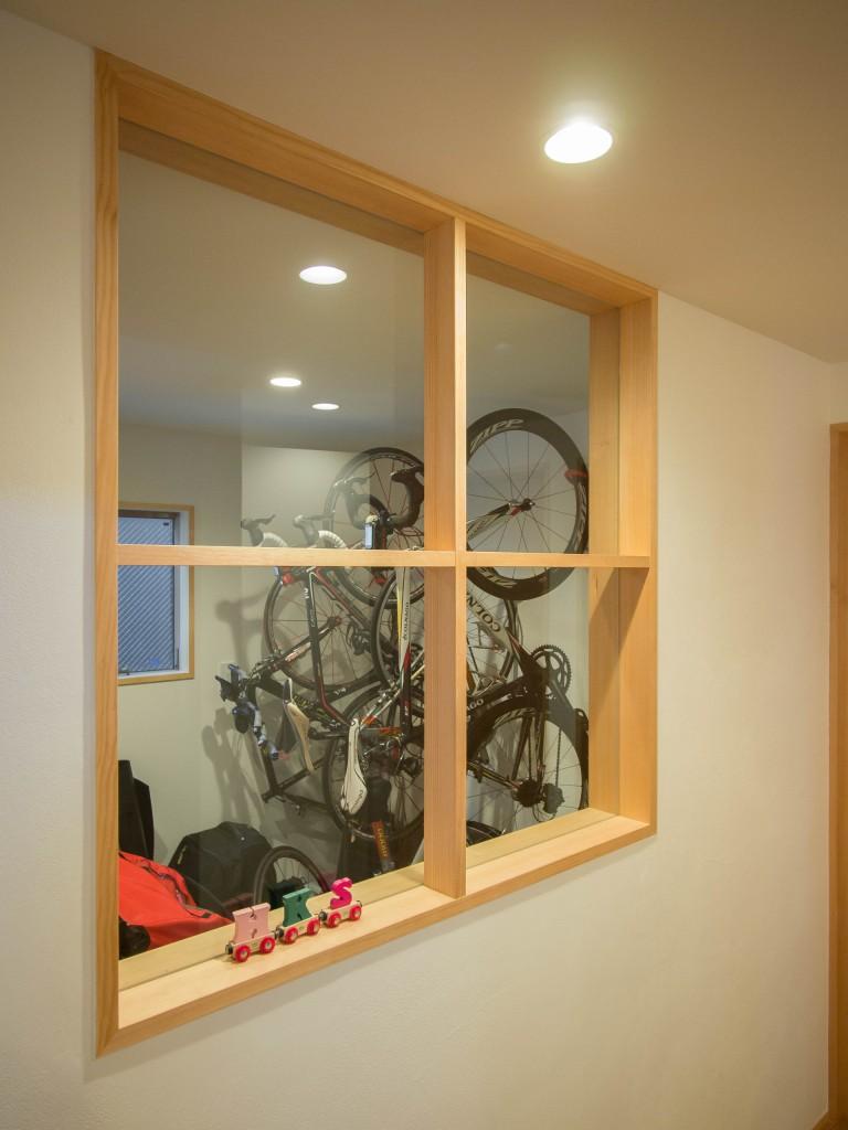 玄関収納窓