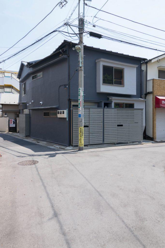 YK HOUSE 1F ファサード斜め