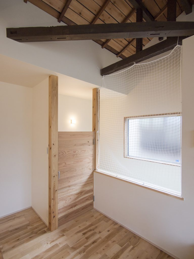 戸建てリノベーション 階段ドア