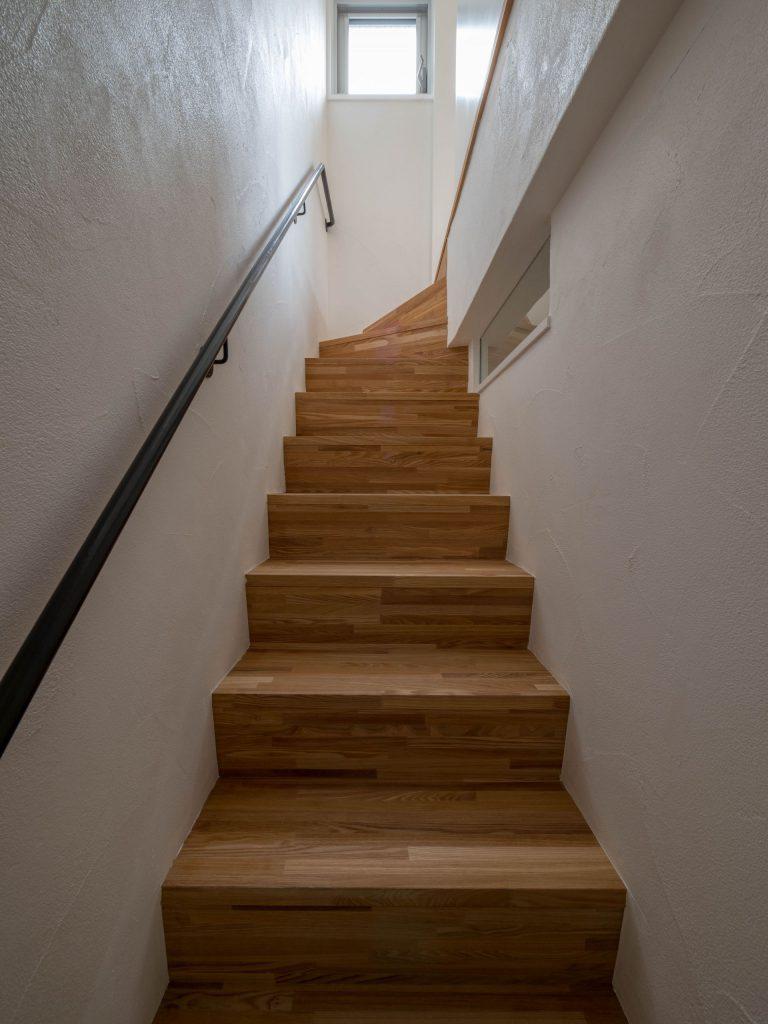 壁孔の家 階段
