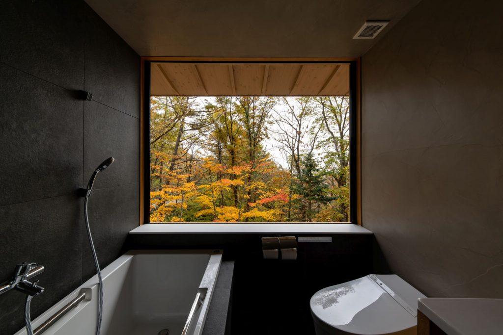 メインバスルームの窓