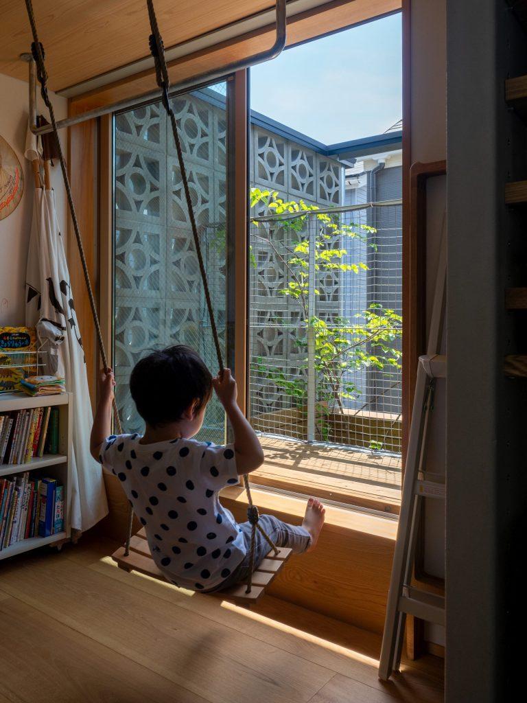子供室から見るヤマボウシ
